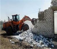 إزالة 16 حالة تعدى على أراضى الدولة فوق مخرات السيول بالأقصر