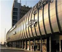 طائرة تصدم سيارة قبل إقلاعها من مطار القاهرة