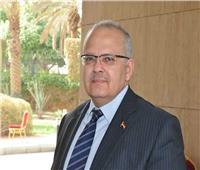 رئيس جامعة القاهرة يتفقد لجان امتحانات «الترم الأول»