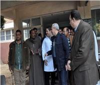 محافظ الأقصر يستمع لشكاوي المرضى بمستشفى أرمنت التخصصى الجديد