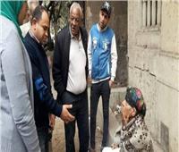 مسنة تفترش شوارع الجيزة.. والمحافظة: لها أسرة تعولها