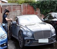 صور| صحيفة ميرور: محمد صلاح يشتري سيارته الجديدة بـ6 ملايين جنيه