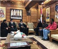 قصر ثقافة المنيا يقدم شهادة تقدير للأنبا مكاريوس