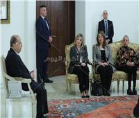 وزيرة التضامن تسلم توصيات التمكين الاقتصادي للمرأه لرئيس لبنان