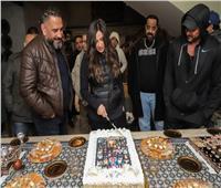 صناع مسلسل «الملكة» يحتفلون بعيد ميلاد «ياسمين عبد العزيز»
