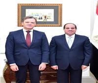 «السيسي» يرحب بقرار «مرسيدس» باستئناف تجميع سياراتها في مصر