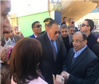 أهالي الشرقية يستقبلون وزير التنمية المحلية بالزغاريد و تحيا مصر