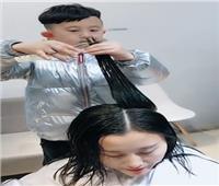 بالصور والفيديو| حدوتة تصفيف الشعر بأيدي طفل 6 سنوات