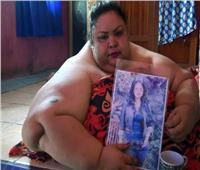 صور| من النافذة للونش.. نقل «أسمن» سيدة في العالم للمستشفى