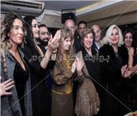 صور| نيللي تشارك أصدقاء شريف السحيمي الاحتفال بعيد ميلاده