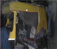 قطار يطيح بـ«توك توك» اقتحم شريط السكة الحديد بالعياط.. ولا ضحايا