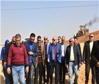 صور|نائب المجتمعات العمرانية يتفقد عددا من مشروعات الطرق والإسكان بالقاهرة الجديدة