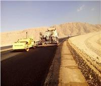 عرفات يكشف موعد الانتهاء من مشروع ازدواج طريق أسيوط / سوهاج الصحراوى