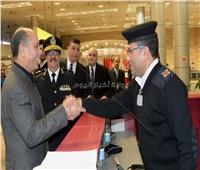 وزير الطيران يهنئ رجال أمن المطار بمناسبة عيد الشرطة