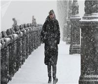 فيديو| تأجيل وإلغاء أكثر من 60 رحلة طيران في موسكو بسبب الثلوج