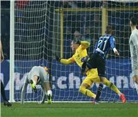 فيديو  أتالانتا يفرض تعادلا مثيرا على روما في «مباراة غزيرة بالأهداف»