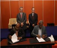 سعفان يشهد توقيع 15 اتفاقية عمل بصرف علاوة خاصة لـ7635 عاملاً بأسوان