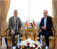 وزير الطيران المدني يلتقي سفير دولة التشيك بالقاهرة