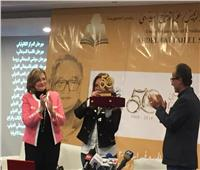 رئيس الهيئة العامة للكتاب يكرم ليلى علوي
