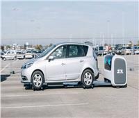 صور| روبوتات «تصف» السيارات في مطار جاتويك بلندن