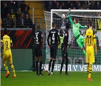 فيديو| «دورتموند» يبتعد بصدارة الدوري الألماني بالتعادل مع فرانكفورت