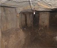 صور|تفاصيل اكتشاف «مقبرة أثرية» أثناء التنقيب عن الآثار بمنطقة «الأهرامات»