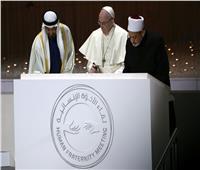 ولي عهد أبو ظبي يوقع على تدشين مسجد «الطيب» وكنيسة «البابا فرنسيس»