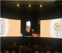 صور| هكذا شاهد جمهور معرض الكتاب كلمة الإمام الأكبر من جناح الأزهر