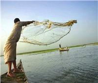 شيخ الصيادين يطالب بإعفائهم من دفع رسوم استخراج رخصة صيد