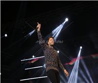 50 صورة - «حماقي» يحتفل مع جمهوره بألبومه الجديد بنادي الشمس