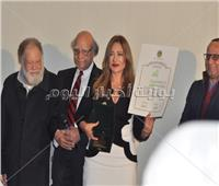 صور| تكريم الفخراني وليلى علوي في ختام مهرجان «جمعية الفيلم»