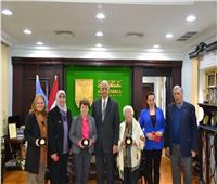 جامعة الإسكندرية ووفد كندي يبحثان التعاون لعلاج الأمراض المزمنة بالفن