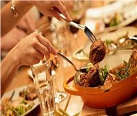 في عيد الحب .. مطعم يقدم وجبات مجانية لـ«المفركشين»