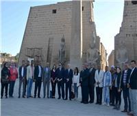 وزيرة السياحة تزور معبد «الأقصر» وتلتقي صورًا تذكارية مع الأجانب