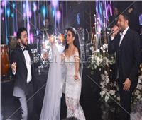 صور| على أنغام «يا ستار».. حماقي يُشعل زفاف نجل المخرج طارق العتر
