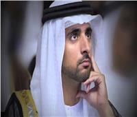برداء «الرجل الحديدي».. ولي عهد دبي يحلق في سماء الإمارات | فيديو
