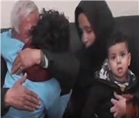 شاهد| لحظات مؤثرة لأم بعد عودة طفلها التائه