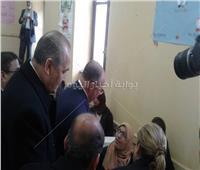 صور.. محافظ القاهرة يسلم «التابلت» لطالبات المدرسة السنية بالسيدة زينب