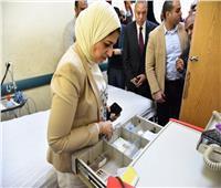 وزيرة الصحة تبدي استيائها من الخدمة الطبية في مستشفى قفط بـ«قنا»