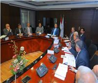 وزير النقل يُتابع تنفيذ طريق «القاهرة - أسيوط» الصحراوي الغربي