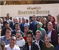 خالد العناني يستعرض إنجازات وزارة الآثار في محاضرة بجامعة حلوان