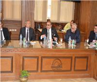 محافظ الجيزة يلتقى بـ25 رجل أعمال ومستثمرا لبحث التعاون وتنمية المحافظة