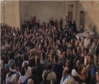 فيديو| هتافات ضد الإرهاب وزغاريد بجنازة شهداء حادث الدرب الأحمر