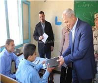 محافظ المنوفية يشهد توزيع أجهزة التابلت على طلاب الثانوية