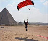 ختام مهرجان القفز بالمظلات فوق سفح الأهرامات