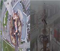 فيديو .. روسية تجازف بحياتها بـ«رقصة الموت» من أعلى برج شاهق