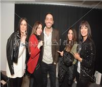 صور| مصطفى قمر وساندي يفتتحان مركز تجميل زوجة رامي جمال