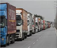 شاحنات تحمل مدنيين تغادر آخر معاقل لداعش في شرق سوريا