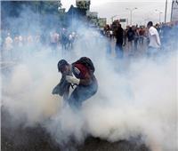 قوات فنزويلا تطلق الغاز على أشخاص حاولوا العبور لكولومبيا
