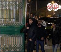 شاهد| أمير كرارة ومصطفى شعبان في عزاء والدة مصطفى خاطر